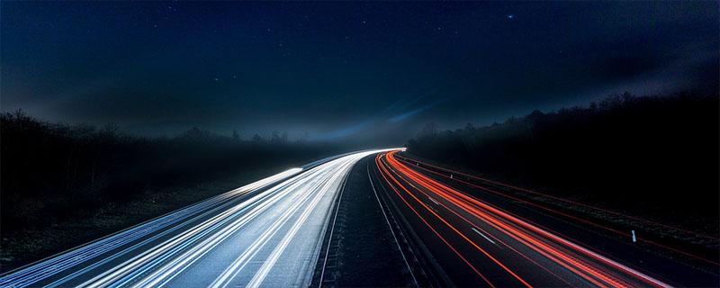 驾驶车辆行至道路急转弯处 应怎样做?