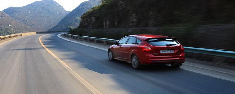 下坡路行驶制动突然失效后可采用的减速方法是什么?