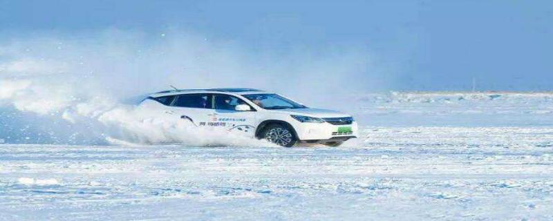 冰雪道路怎样驾驶汽车安全行车?